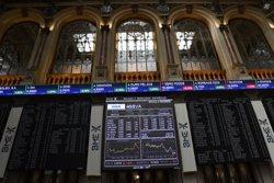 L'Ibex cau un 1,1% en l'obertura i perd els 8.800 punts (ÓSCAR DEL POZO/EUROPA PRESS - Archivo)