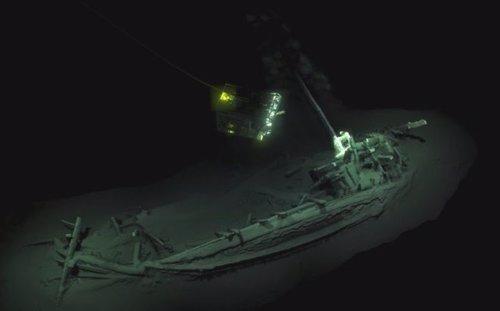 El barco intacto localizado a 2.000 metros de profundidad