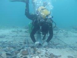 Excavacions subaqüàtiques permeten recuperar restes ceràmiques del segle II a.C. a Menorca (GENCAT)