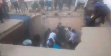 Diez heridos tras caer el suelo durante una graduación en Bolivia