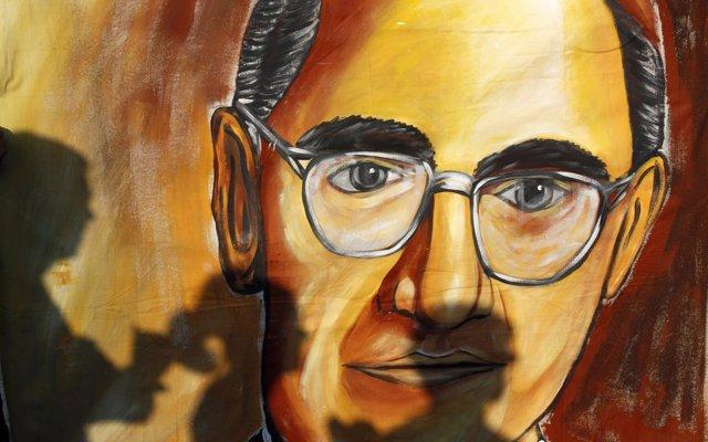 La Justicia salvadoreña dicta la primera orden de captura por el asesinato de monseñor Óscar Romero en 1980