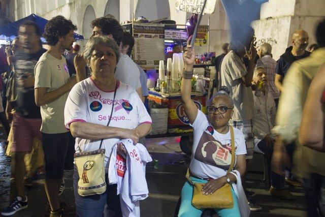 Seguidores del candidato izquierdista, Fernando Haddad, en Río de Janeiro.