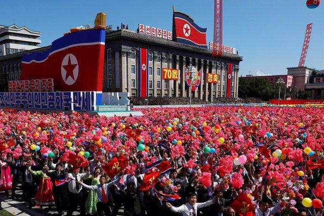 Desfile con motivo del 70 aniversario de Corea del Norte