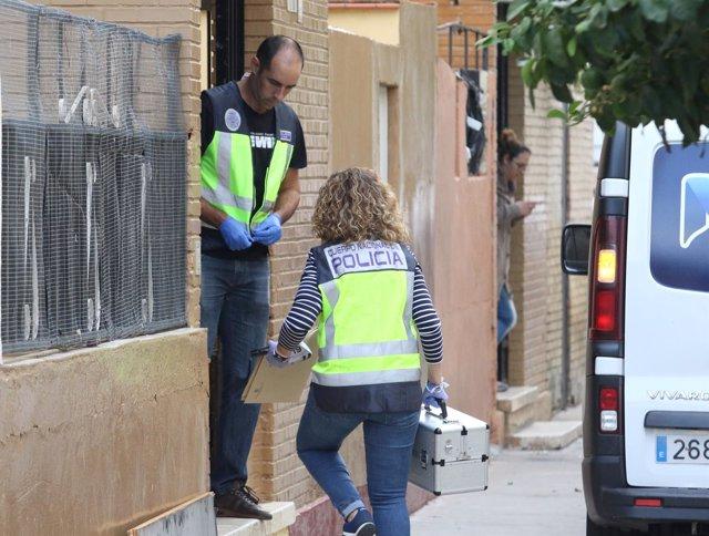 Matan a una mujer a puñaladas en el rellano de su portal en Sevilla