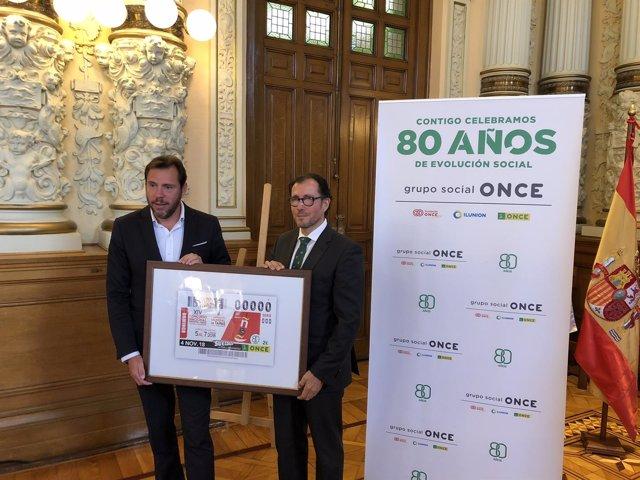 Puente e Ismael Pérez presentan el cupón, 24-10-18