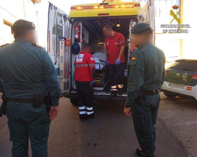 Una ambulancia tralada al anciano desaparecido 24-10-2018