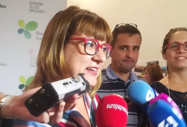 Bel Busquets atiende a los medios tras la votación