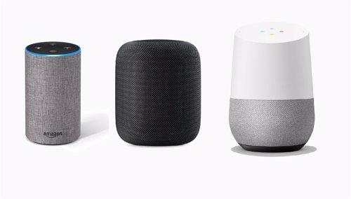 Altavoces Amazon Echo, HomePod y Google Home, de izquierda a derecha