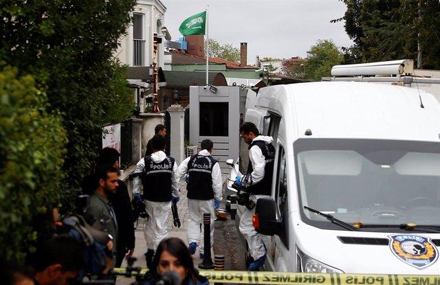 Forenses turcos en consulado saudí de Estambul