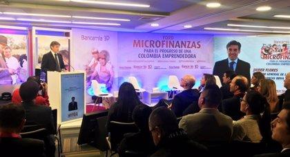 El primer banco de microfinanzas en Colombia ayudó a un millón de personas en vulnerabilidad en su primera década