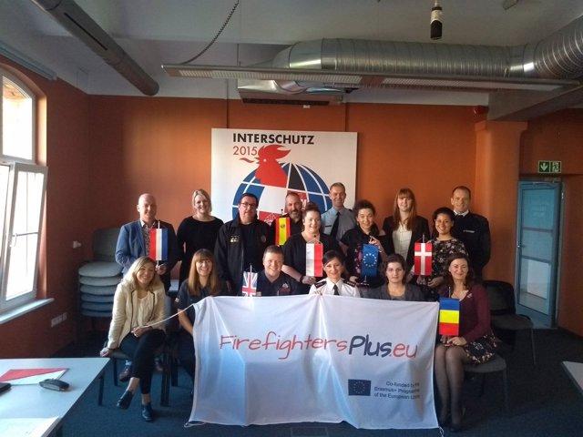 Los bomberos de Alcalá de Guadaíra participan en un proyecto contra exclusión