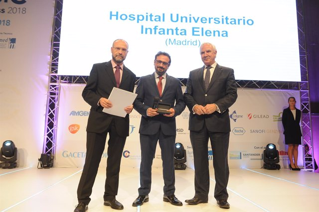 El doctor Suárez recoge el premio Best in Class