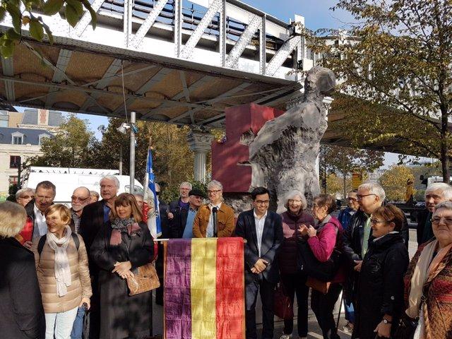 Pisarello participa en un homenaje a las Brigadas Internacionales en París