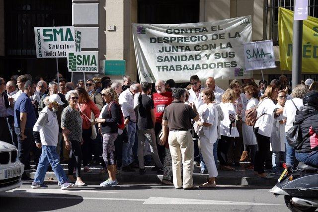 En Málaga, concentración de médicos de familia y pediatras.