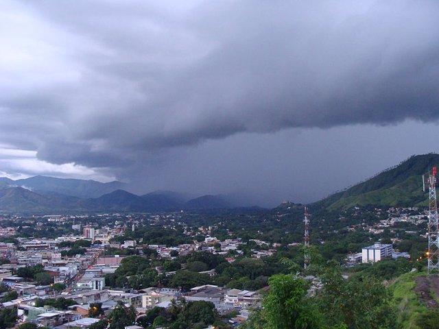 Lluvia Orográfica En El Valle Del Río Guárico, EN Venezuela.