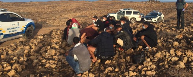 Inmigrantes en la zona de la playa Los Cocoteros
