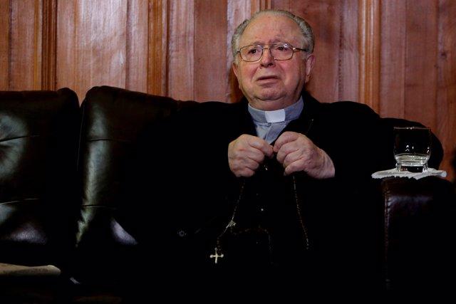 Sacerdote Chileno Fernando Karadima dentro del edificio de la Corte Suprema