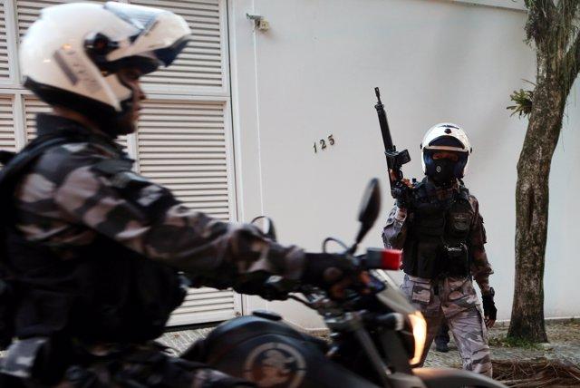 Policías de Brasil tras un acto de Jair Bolsonaro en Río de Janeiro