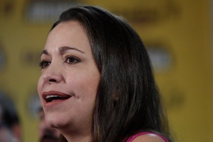 Agreden a la opositora venezolana María Corina Machado y a su equipo en el estado de Bolívar