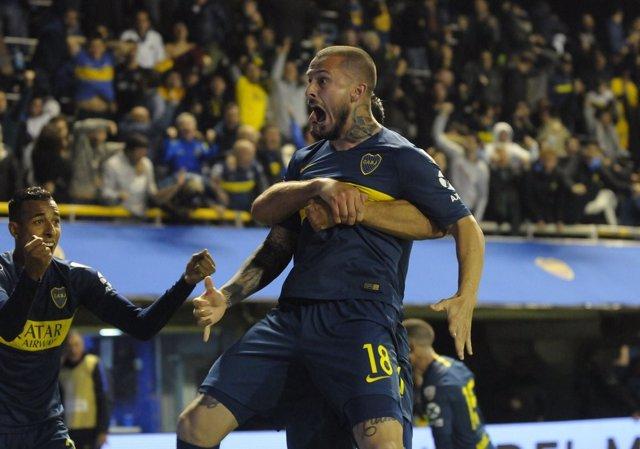 Bedenetto celebra uno de sus goles en el Boca-Palmeiras