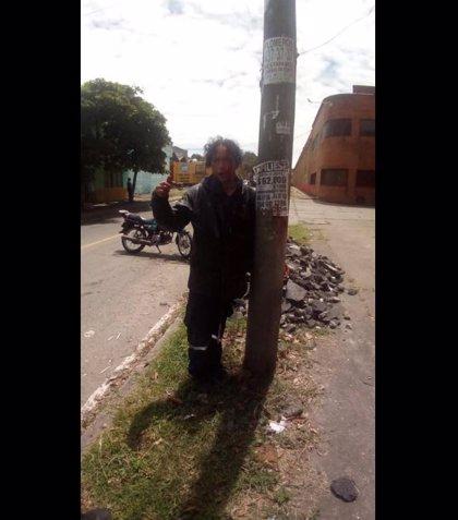 La policía colombiana paraliza un linchamiento a un indigente tras haber raptado a un niño