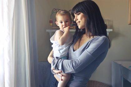 Más de un 80% de las familias españolas elige niñera para sus hijos según su físico