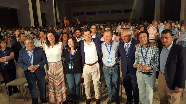 Foto de familia en el Congreso del PP de Sevilla