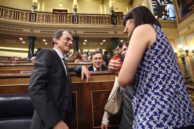 El ministro Pedro Duque y la diputada socialista María González Veracruz