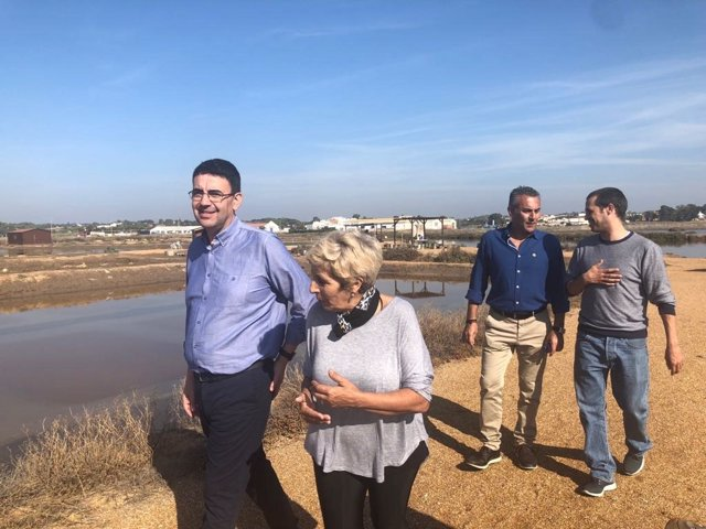 Mario Jiménez visita la empresa Flor de Sal Salinas de Isla Cristina, Biomaris.
