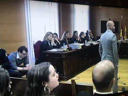"""El tío del asesino de Pioz y hermano de una víctima se derrumba en el juicio: """"Estoy sufriendo como un loco"""""""