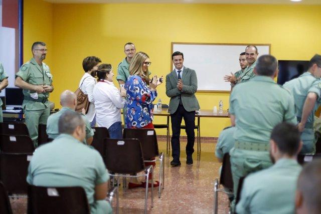 Javier A. García durante la entrega de diplomas a los alumnos del curso.
