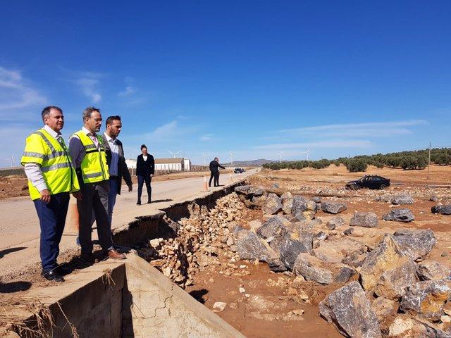 Felipe López visita los daños del temporal