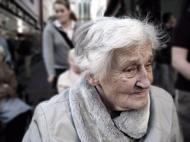 Anciana, mayores, envejecimiento