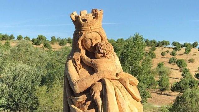 Virgen del Abrazo en el parque de Valdebebas