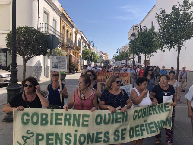 Manifestación de pensionistas en Lebrija (Sevilla)