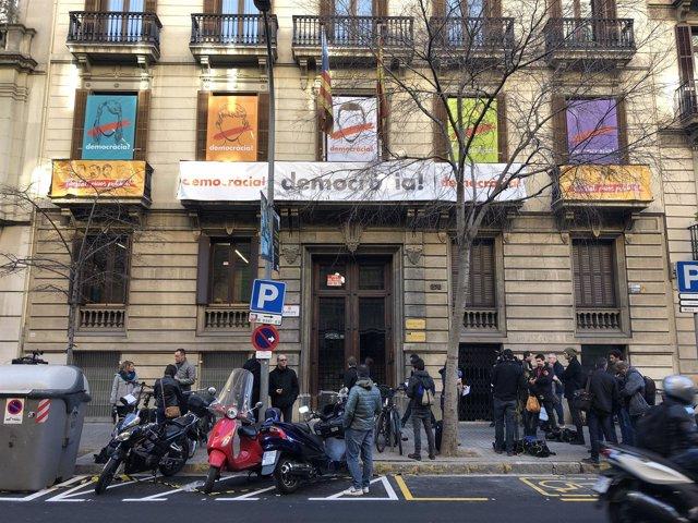 Sede de Òmnium Cultural en la calle Diputació de Barcelona