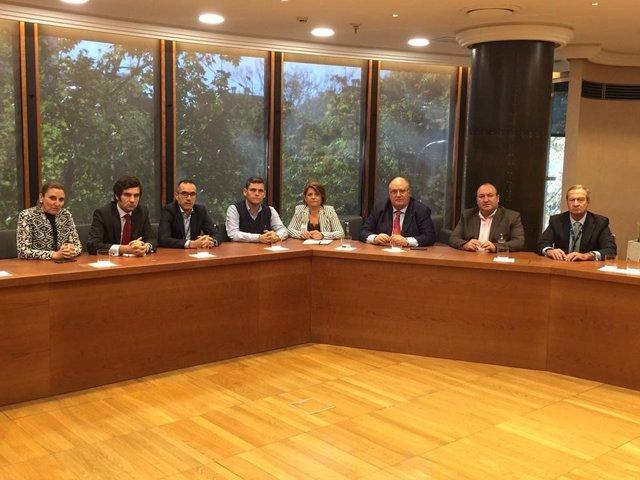 La alcaldesa de Gádor (Almería) se reúne con directivos de Cemex