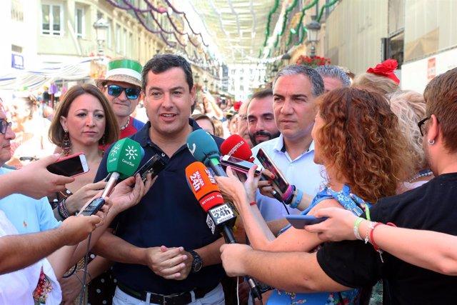 El presidente del PP de Andalucía, Juanma Moreno, con Bendodo y Navarro PP feria