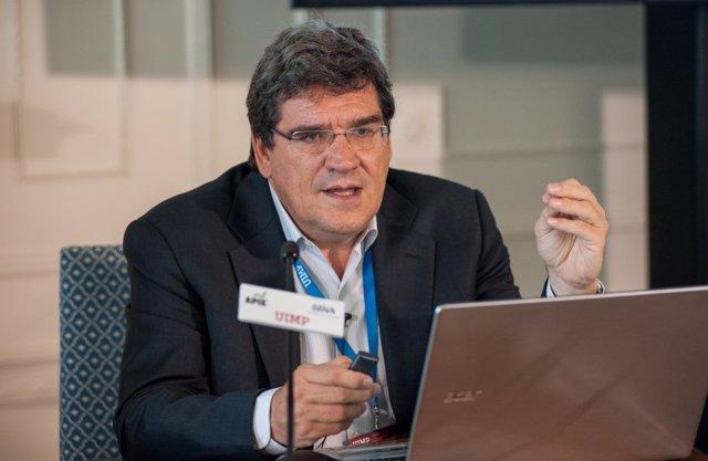El presidente de la AIReF, José Luis Escrivá, en el curso de la Apie