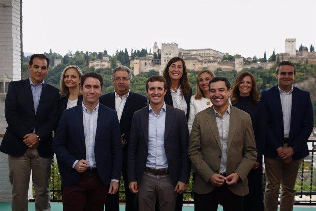 En Granada, el presidente del PP, Pablo Casado, y el presidente del PP-A, Juanma