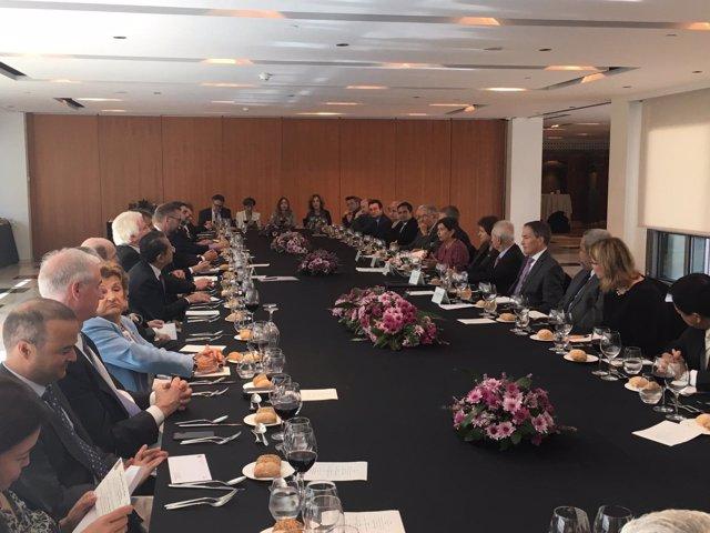 Almuerzo-coloquio de Teresa Cunillera con el cuerpo consular de Barcelona