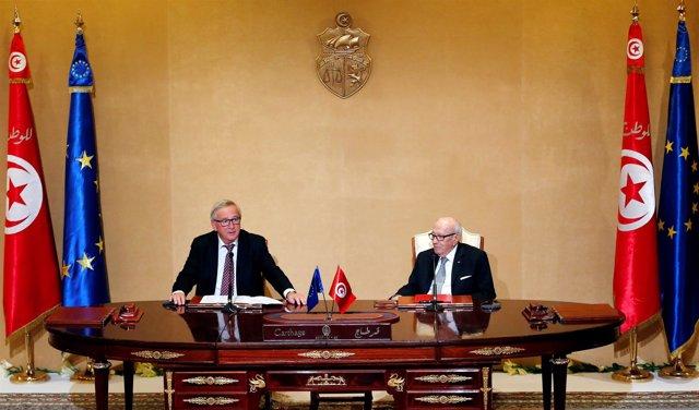 El presidente de Túnez, Beyi Caid Essebsi, y Jean-Claude Juncker