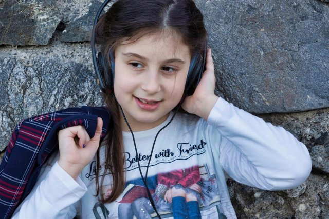 Escuchar música, niña, música