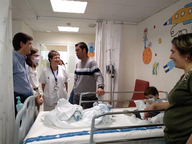 Una joven y un bebé trasplantados de pulmón con familiares en el Vall d'Hebron