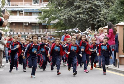 Más de 320.000 niños de toda España corren la IV edición de la carrera contra la leucemia infantil de Unoentrecienmil