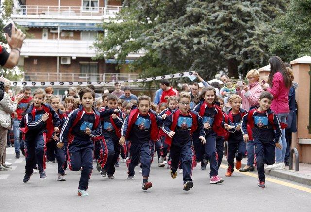 Niños participantes en la carrera contra la leucemia de Unoentrecienmil