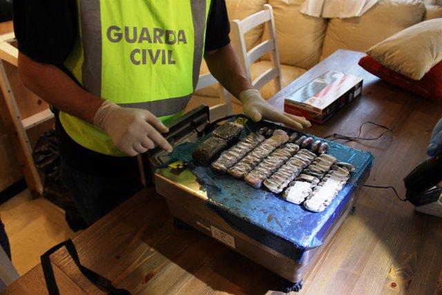 Registro de Guardia Civil en operación contra associación cannábica de Calafell