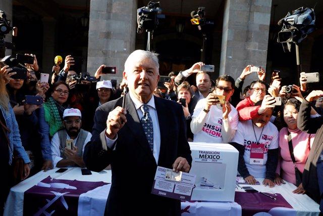 Andres Manuel Lopez Obrador, Referendum Aeropuerto
