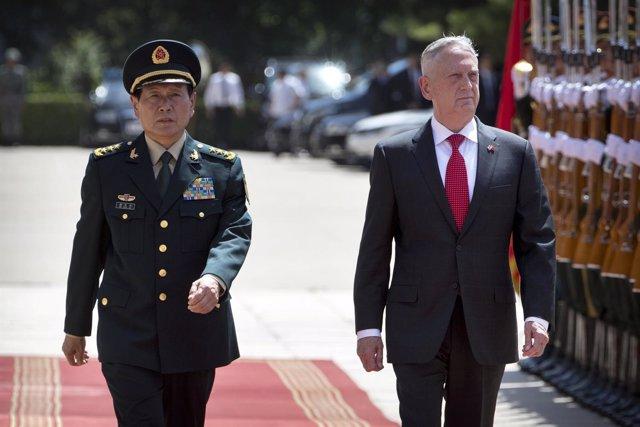 El secretario de Defensa de EEUU, James Mattis, y su par chino, Wei Fenghe