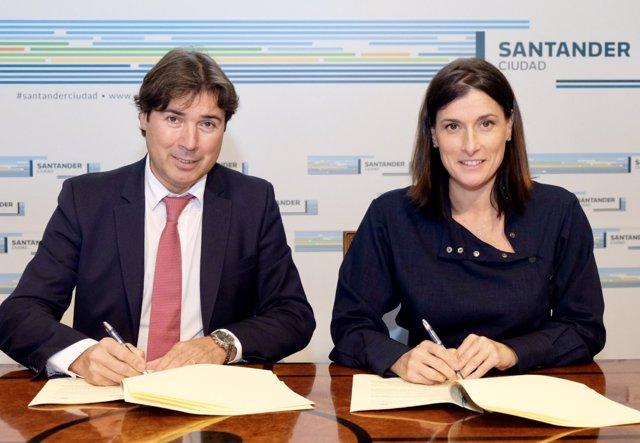 Gema Igual y Jaime González firman el convenio
